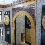 Ornamen Mihrab Masjid Berbahan Kuningan Tembaga