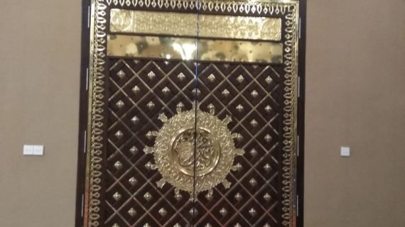 Hiasan Dinding Kuningan sebagai Interior Unggulan Masjid